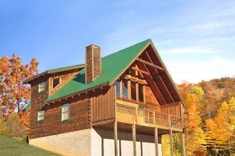 A cabin rental in the Smoky Mountain during the fall.