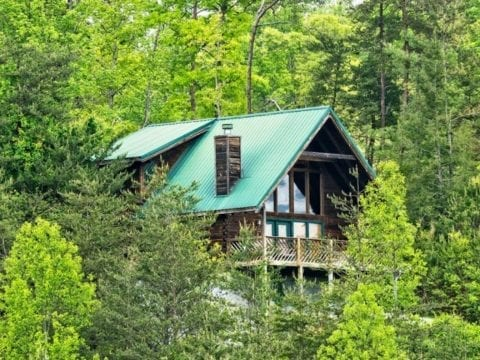 The secluded Honeysuckle cabin in the Smoky Mountains.