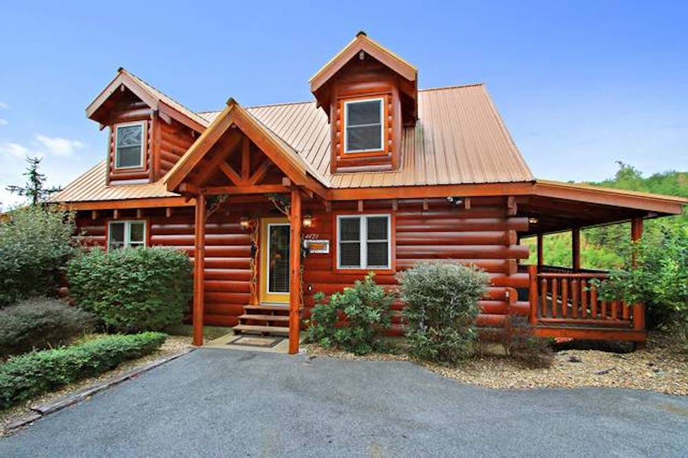 Top 5 Reasons for Taking a Smoky Mountain Cabin Vacation with Your Friends