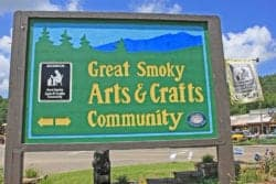 gatlinburg arts and crafts community sign