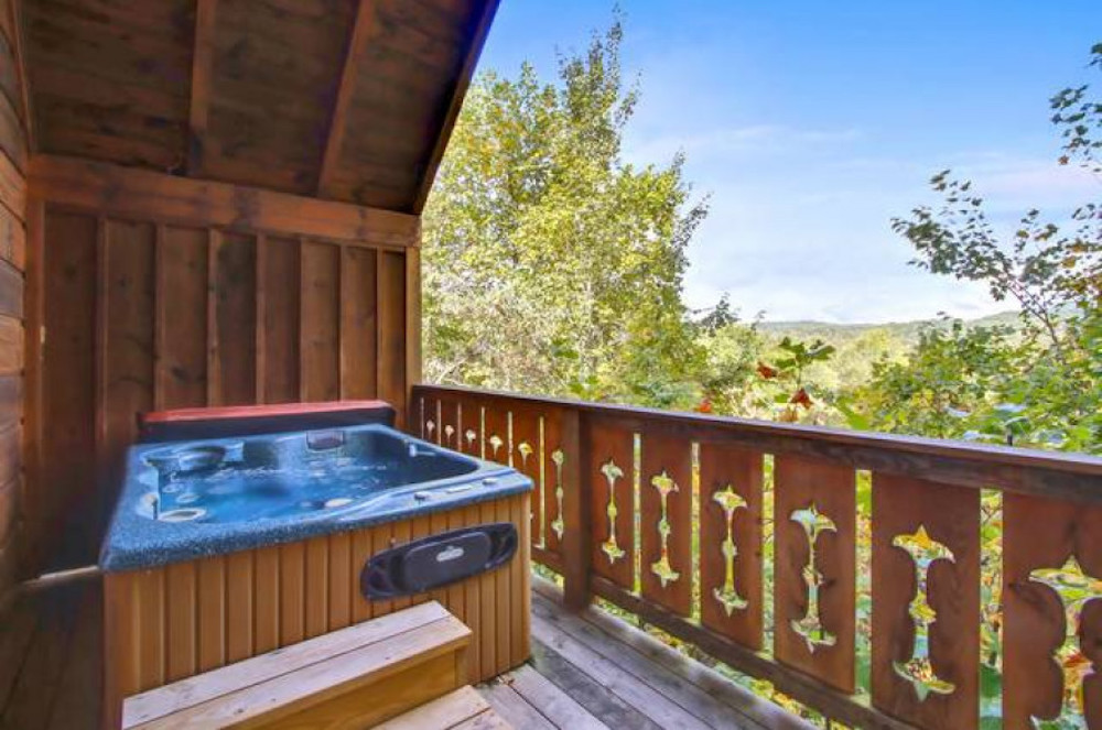 honeysuckle cabin in the smoky mountains with hot tub